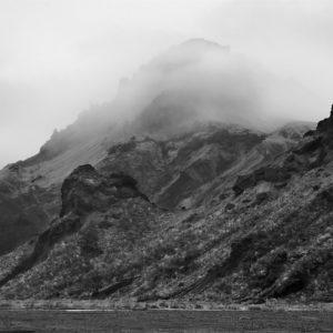 Útigönguhöfði í þoku, Þórsmörk 2003, svart hvít